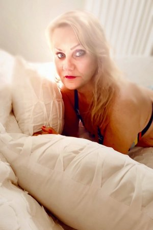 Azelie sex dating in Saratoga California